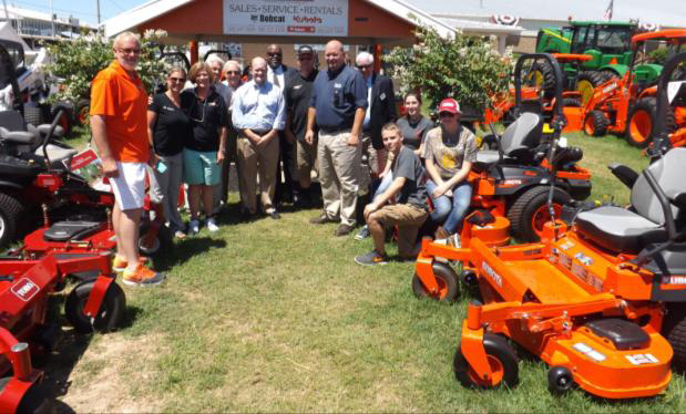 Coons and SBA director visit small businesses at Delaware State Fair on