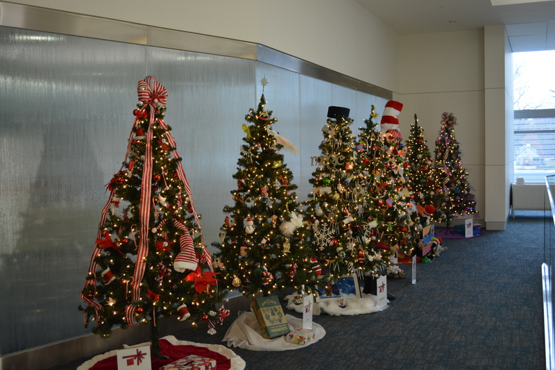 the public is invited to visit bayhealth milford memorial and kent general hospitals to enter a raffle to win a fully decorated christmas tree from the