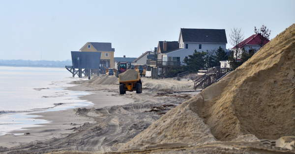 A Truck Hauls Sand In Front Of Houses Along The Broadkill Beach Duneline There Isn T Much Left Delaware Bay Community