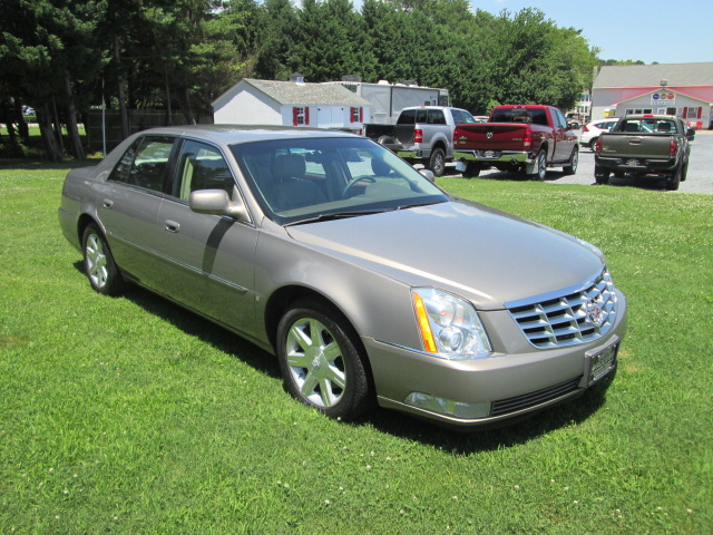 This Is One Great Clean Luxury Car This 2006 Cadillac Dts Has The