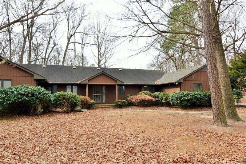 Reduced 50k Expansive Ranch Home With 5 Car Garage: 5br/4ba SINGLE FAMILY IN MILFORD