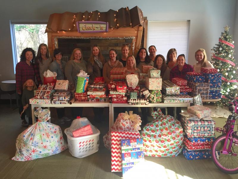 moms club sponsors christmas gifts for families