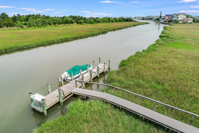 Pier and Boat Dock. Access toIndian River Inlet and Atlantic Ocean.N. Bethany Waterfront: Gated Community. Pier/Boat Dock. Panaromic Views!bethany beach waterfront private gated community